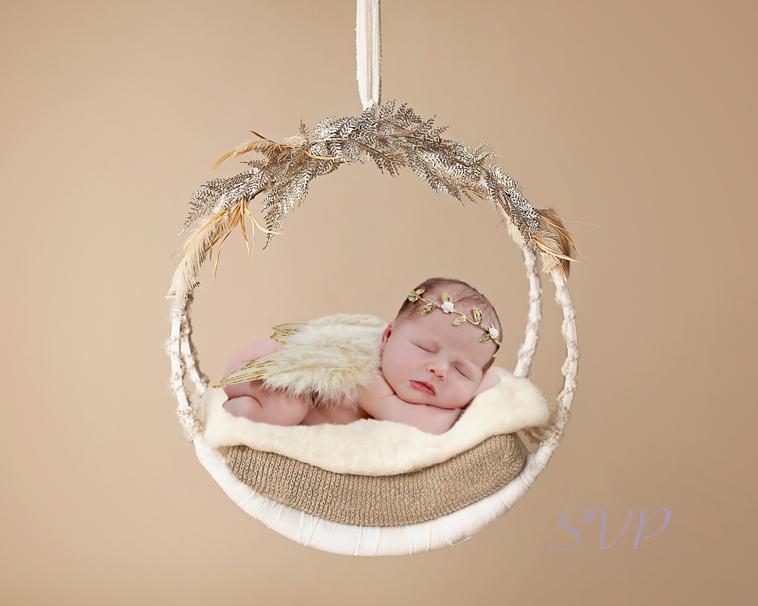 Newborn baby, newborn photographer, Christmas Newborn Photo, Christmas, family photos