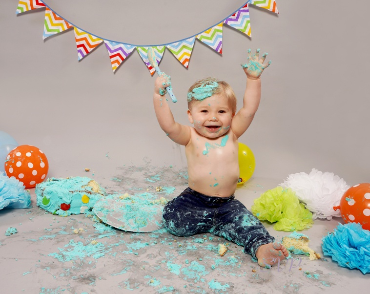 cake smash, cake smashing, 1st Birthday cake smash, oldham, manchester, northwest
