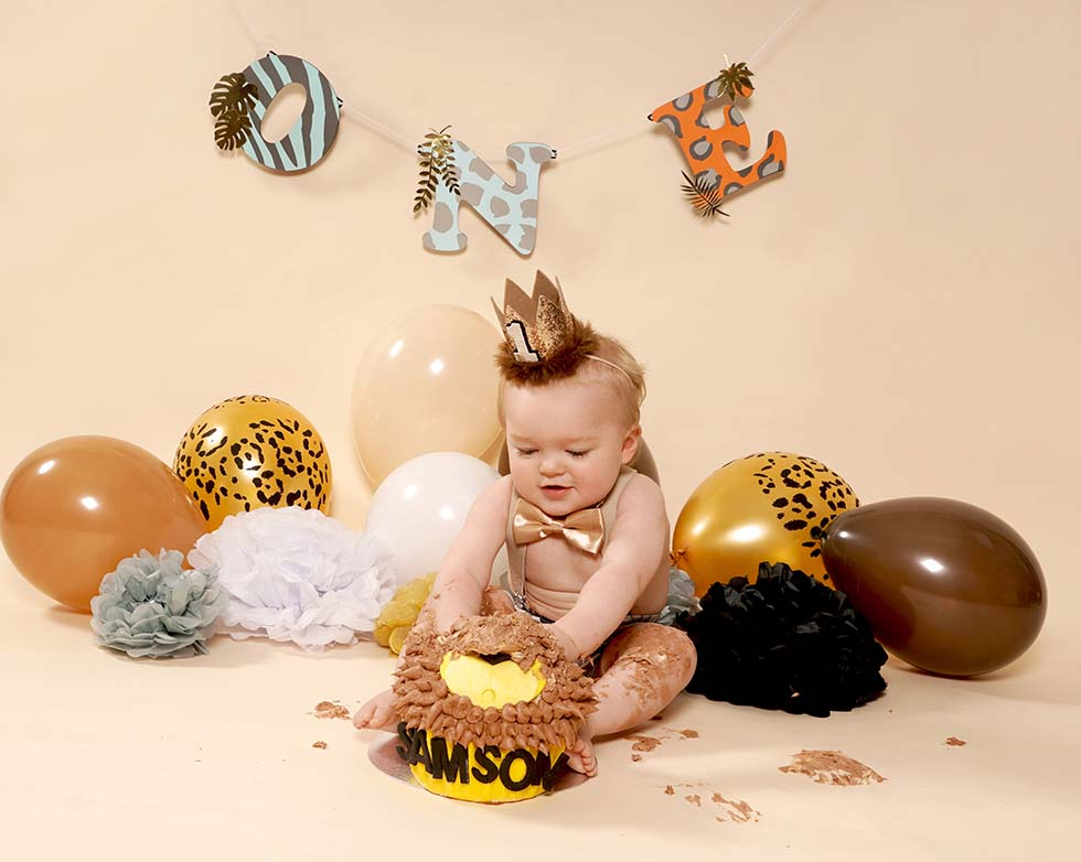 Cake smash photo shoot, cake smash, 1st birthday, cake smashing